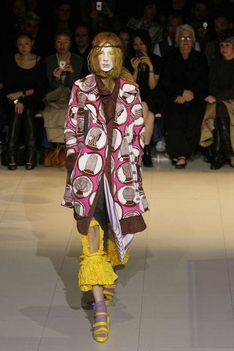 Footwear, Leg, Fashion show, Textile, Runway, Style, Fashion model, Street fashion, Fashion, Fashion design,