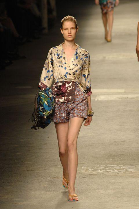 Clothing, Leg, Human leg, Shoulder, Joint, Bag, Style, Summer, Waist, Street fashion,