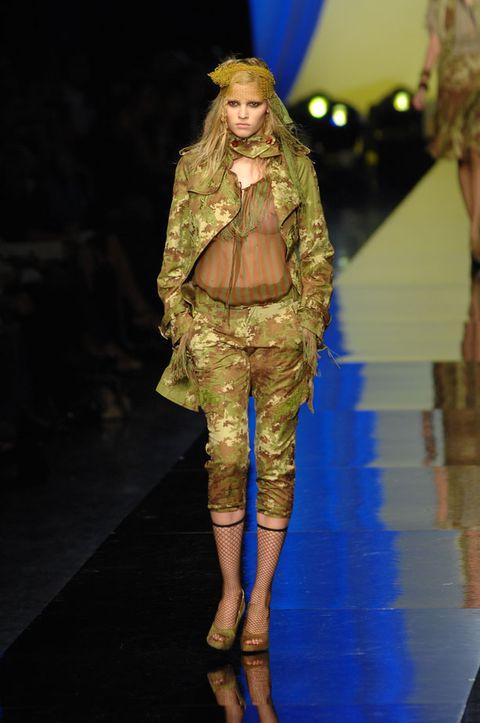 Fashion show, Runway, Style, Fashion model, Fashion, Model, Blond, Fur, Costume design, Fashion design,