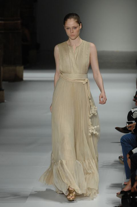 Fashion show, Human body, Shoulder, Joint, Runway, Dress, Hat, Formal wear, Style, Fashion model,