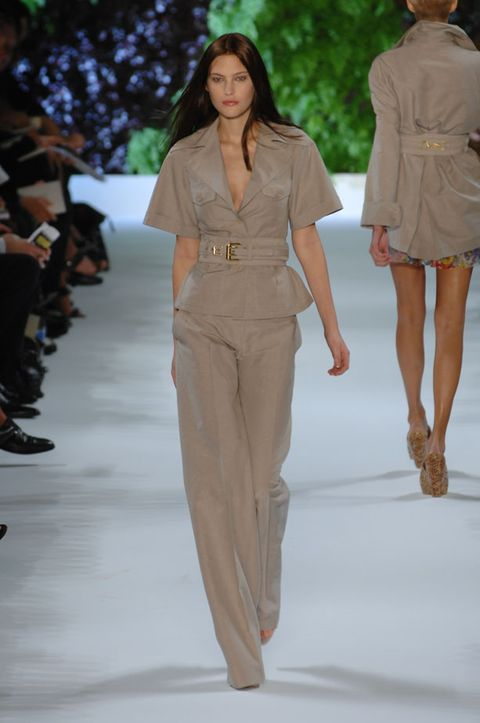 Clothing, Leg, Brown, Fashion show, Sleeve, Event, Shoulder, Joint, Fashion model, Runway,
