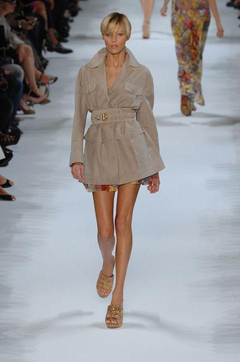 Clothing, Human, Leg, Fashion show, Brown, Event, Shoulder, Runway, Human leg, Joint,