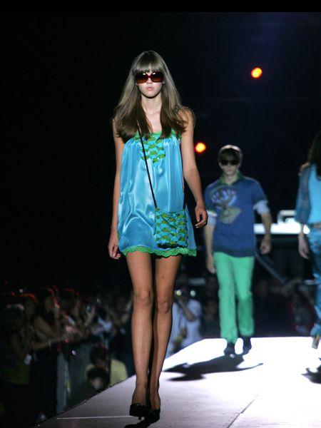 Clothing, Eyewear, Footwear, Leg, Vision care, Fashion show, Event, Shoulder, Runway, Joint,