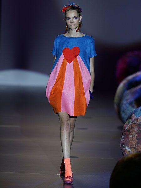 Shoulder, Fashion show, Human leg, Dress, Runway, Style, Fashion model, One-piece garment, Fashion, Model,