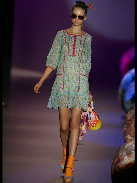 Clothing, Human leg, Shoulder, Joint, Fashion show, Sunglasses, Style, Runway, Fashion model, Street fashion,