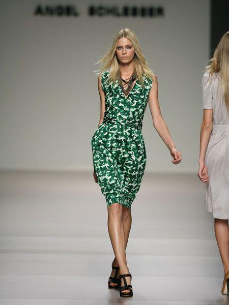 Clothing, Footwear, Leg, Dress, Human leg, Shoulder, Joint, Waist, High heels, Fashion model,