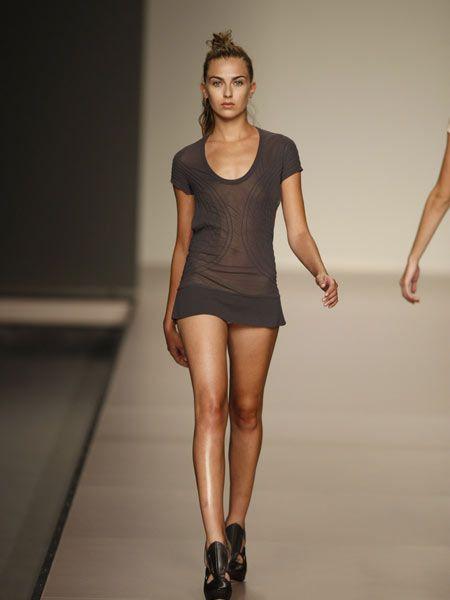 Human leg, Sleeve, Shoulder, Joint, Waist, Standing, Style, Elbow, Knee, Dress,