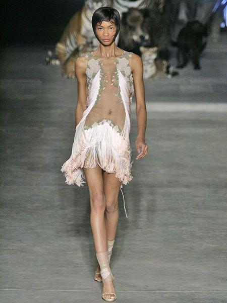 Human leg, Fashion show, Waist, Fashion model, Fashion, Runway, Thigh, Fur, Model, Trunk,