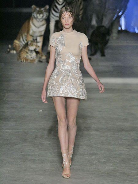 Human, Leg, Brown, Skin, Human body, Human leg, Shoulder, Fashion show, Dress, Joint,
