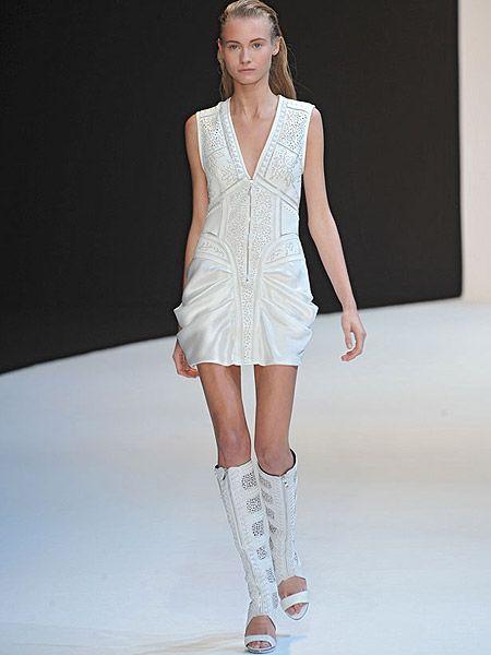 Fashion show, Human leg, Shoulder, Joint, Dress, Runway, Fashion model, Style, Waist, Knee,