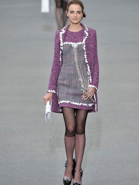 Clothing, Sleeve, Human body, Shoulder, Human leg, Joint, Dress, Style, Fashion model, Fashion show,