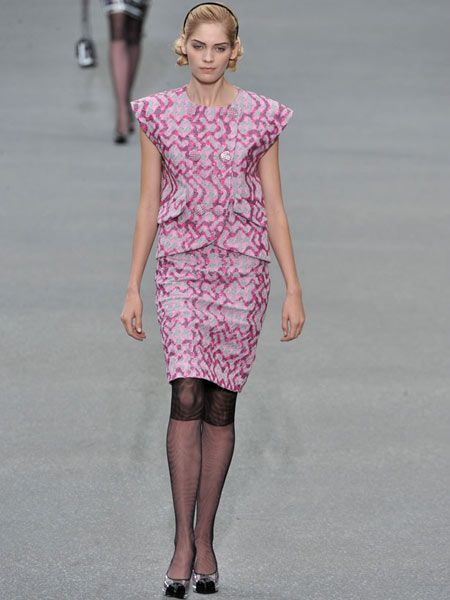 Clothing, Sleeve, Shoulder, Human leg, Joint, Dress, Fashion show, Style, One-piece garment, Waist,