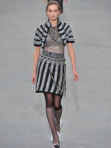 Clothing, Sleeve, Shoulder, Human leg, Joint, Style, Dress, Pattern, Street fashion, Knee,