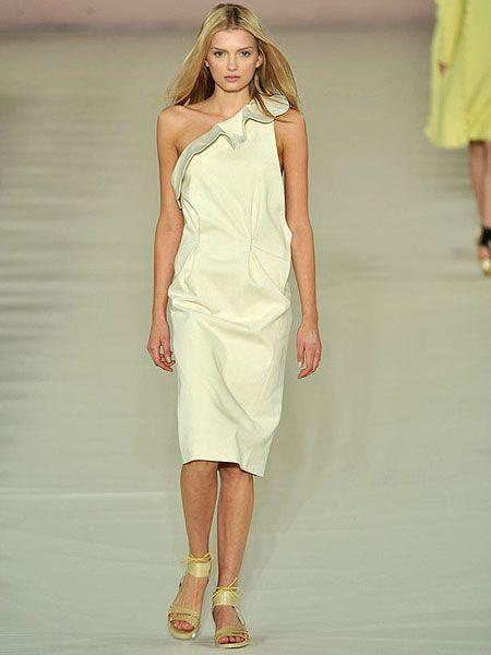 Human leg, Skin, Shoulder, Joint, Dress, One-piece garment, Style, Fashion model, Summer, Waist,