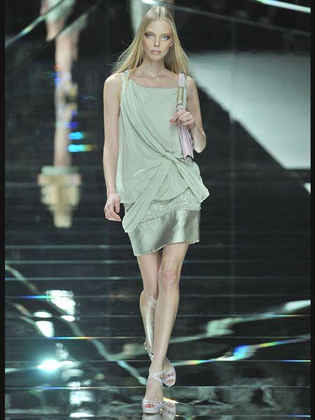 Dress, Fashion show, Shoulder, Human leg, High heels, Joint, Style, Fashion model, Runway, Street fashion,