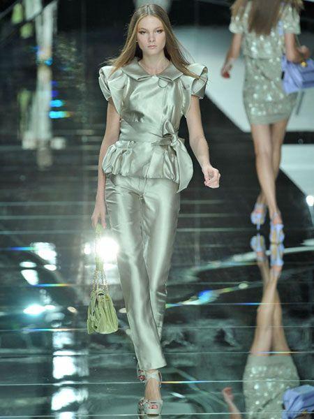 Clothing, Leg, Fashion show, Runway, Outerwear, Fashion model, Style, Waist, Fashion accessory, Thigh,