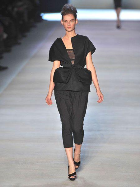 Fashion show, Human body, Shoulder, Joint, Runway, Fashion model, Style, Waist, Fashion, Neck,