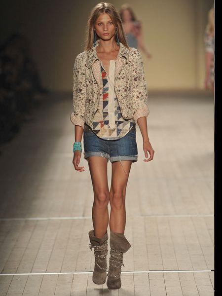 Clothing, Leg, Brown, Sleeve, Human leg, Shoulder, Textile, Joint, Outerwear, Denim,
