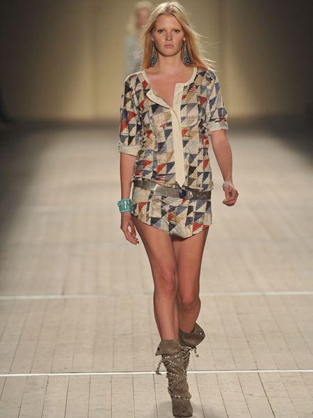 Clothing, Footwear, Leg, Brown, Skin, Human leg, Fashion show, Shoulder, Joint, Fashion model,