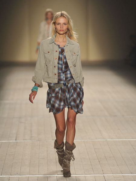 Clothing, Brown, Sleeve, Shoulder, Human leg, Plaid, Collar, Textile, Joint, Outerwear,