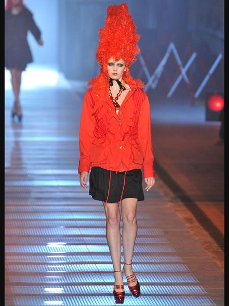 Leg, Human leg, Red, Textile, Joint, Outerwear, Standing, Style, Knee, Thigh,