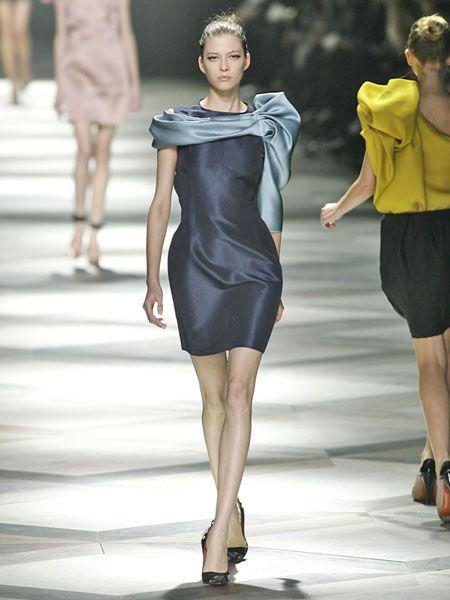 Clothing, Footwear, Leg, Human body, Human leg, Sleeve, Shoulder, Fashion show, Dress, Joint,
