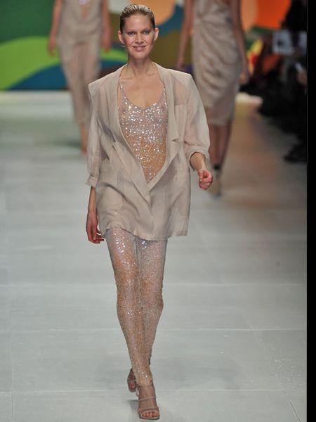 Human, Leg, Shoulder, Fashion show, Joint, Human leg, Runway, Style, Fashion model, Fashion,