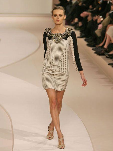 Clothing, Leg, Fashion show, Human leg, Event, Shoulder, Dress, Runway, Joint, Fashion model,
