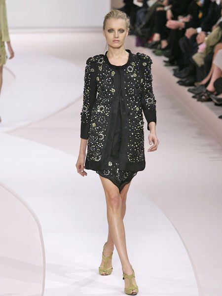 Clothing, Leg, Fashion show, Event, Shoulder, Runway, Human leg, Joint, Outerwear, Dress,