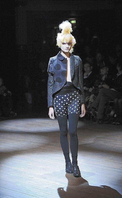 Fashion show, Runway, Winter, Style, Fashion model, Knee, Fashion, Street fashion, Electric blue, Fashion design,