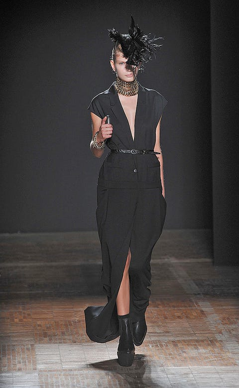 Human body, Joint, Standing, Style, Waist, Knee, Fashion, Neck, Black, Fashion model,