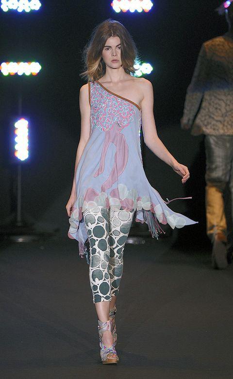 Leg, Fashion show, Shoulder, Textile, Joint, Runway, Style, Fashion model, Fashion, Thigh,