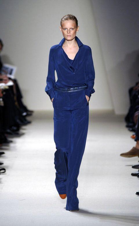 Blue, Sleeve, Fashion show, Shoulder, Joint, Runway, Style, Fashion model, Waist, Fashion,