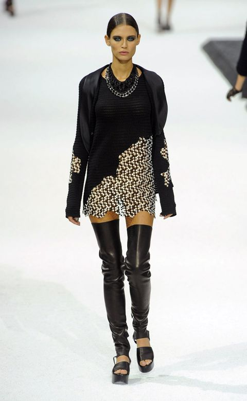 Clothing, Shoulder, Fashion show, Joint, Outerwear, Style, Fashion model, Street fashion, Jewellery, Fashion,