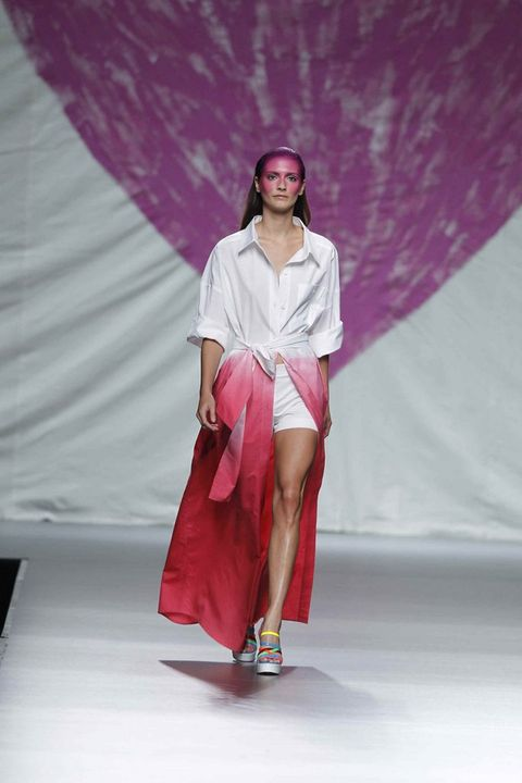 Shoulder, Textile, Fashion show, Pink, Magenta, Purple, Fashion, Sandal, Fashion model, Runway,