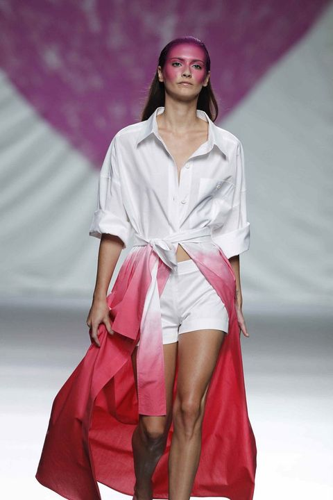 Fashion show, Sleeve, Shoulder, Textile, Joint, Human leg, Outerwear, Red, Pink, Fashion model,