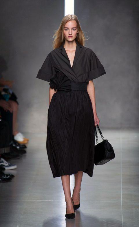 Sleeve, Shoulder, Joint, Dress, Fashion show, Style, Formal wear, Fashion model, One-piece garment, Fashion,