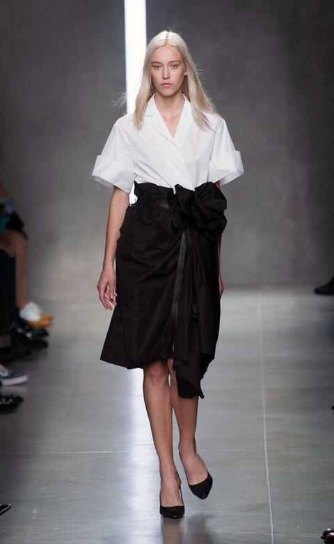 Sleeve, Shoulder, Joint, White, Style, Fashion show, Formal wear, Fashion model, Fashion, Waist,