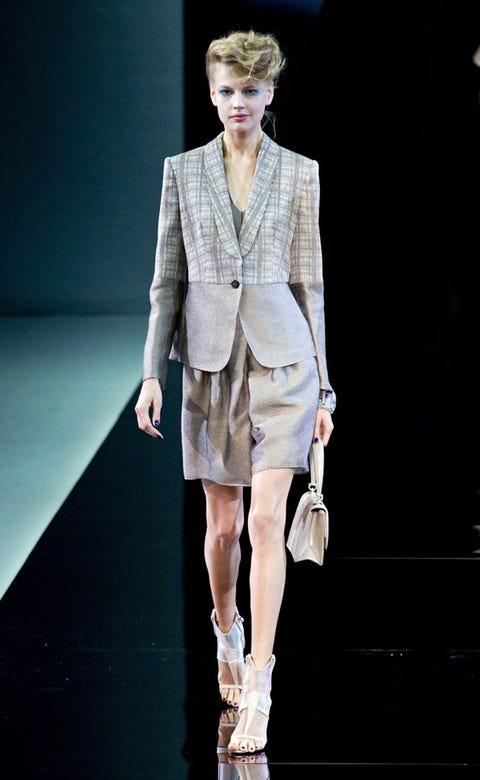 Fashion show, Shoulder, Outerwear, Runway, Fashion model, Style, Fashion, Blazer, Street fashion, Model,