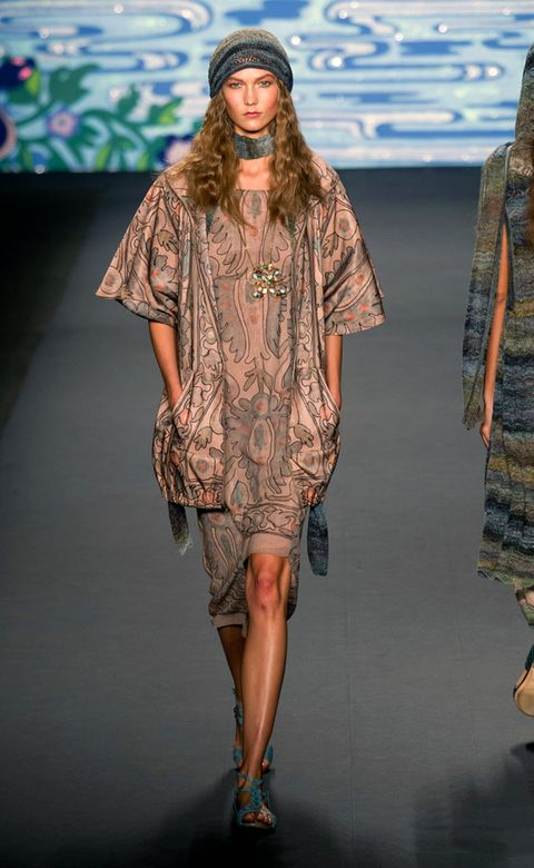 Shoulder, Human leg, Joint, Fashion show, Style, Pattern, Runway, Fashion model, Fashion, Neck,