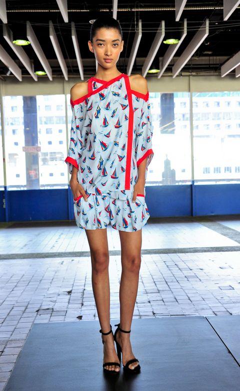 Human leg, Shoulder, Joint, Dress, Style, Street fashion, Knee, Fashion, Pattern, Sandal,