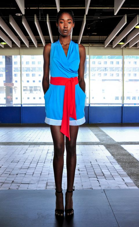 Leg, Blue, Human leg, Shoulder, Joint, Sleeveless shirt, Style, Knee, Street fashion, Electric blue,