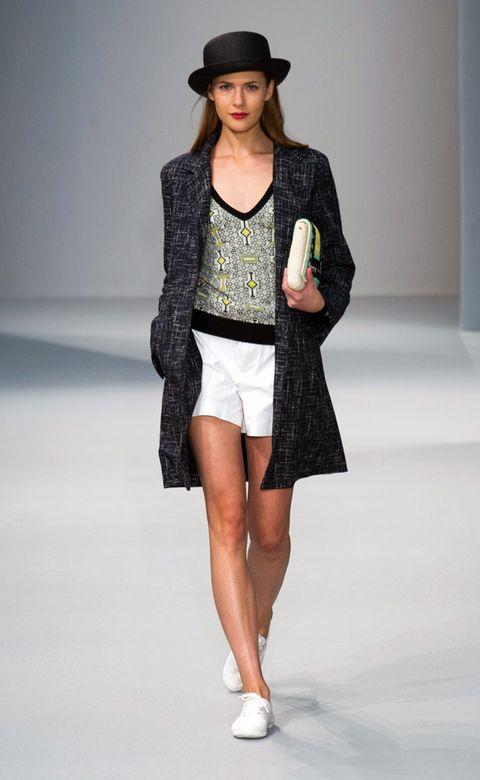 Clothing, Hat, Sleeve, Human body, Shoulder, Human leg, Joint, Outerwear, Coat, Fashion model,