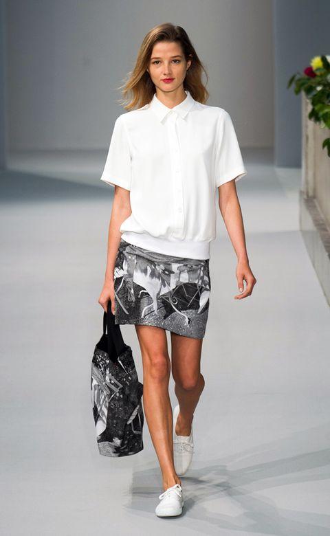 Clothing, Sleeve, Human leg, Human body, Shoulder, Textile, Joint, White, Style, Waist,