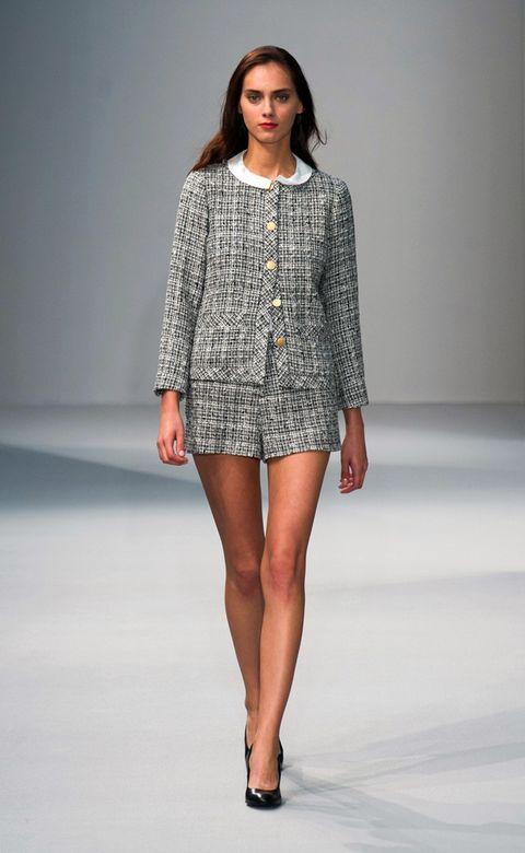 Fashion show, Brown, Sleeve, Human leg, Shoulder, Joint, Runway, Fashion model, Style, Knee,