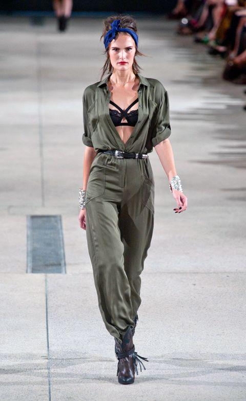 Shoulder, Joint, Waist, Style, Fashion model, Street fashion, Fashion show, Bag, Fashion, Model,