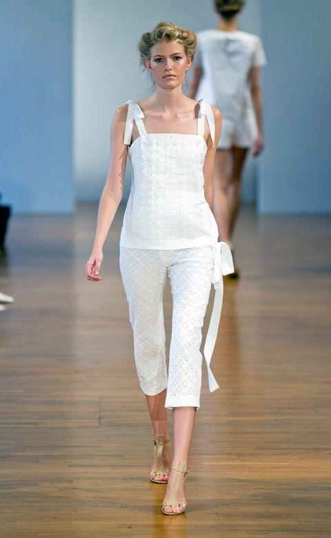 Fashion show, Shoulder, Joint, Standing, Human leg, Flooring, Floor, Style, Waist, Runway,