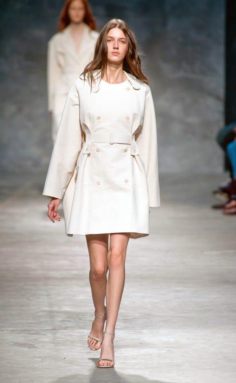 Skin, Sleeve, Human body, Shoulder, Human leg, Fashion show, Joint, White, Fashion model, Style,
