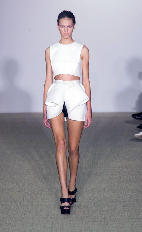 Leg, Skin, Human leg, Shoulder, Joint, White, Style, Knee, Waist, Fashion show,