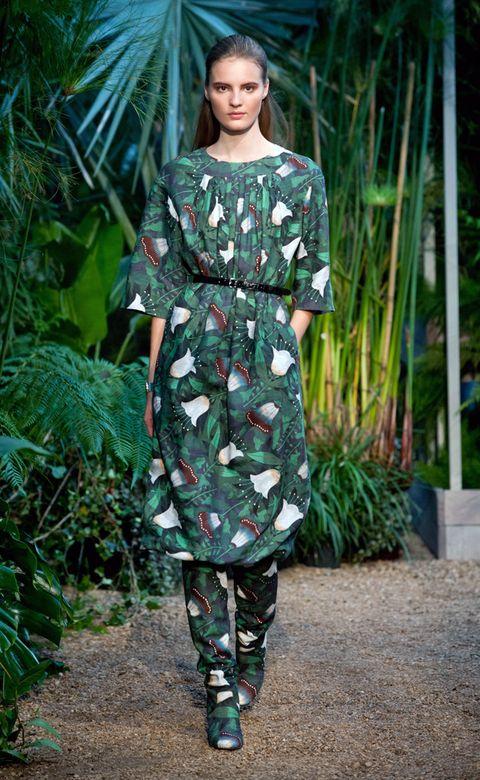 Clothing, Green, Sleeve, Shoulder, Textile, Dress, One-piece garment, Pattern, Fashion, Street fashion,